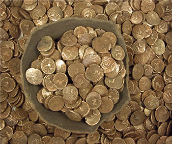 Iron Age gold coin hoard of 840 coins in a vessel